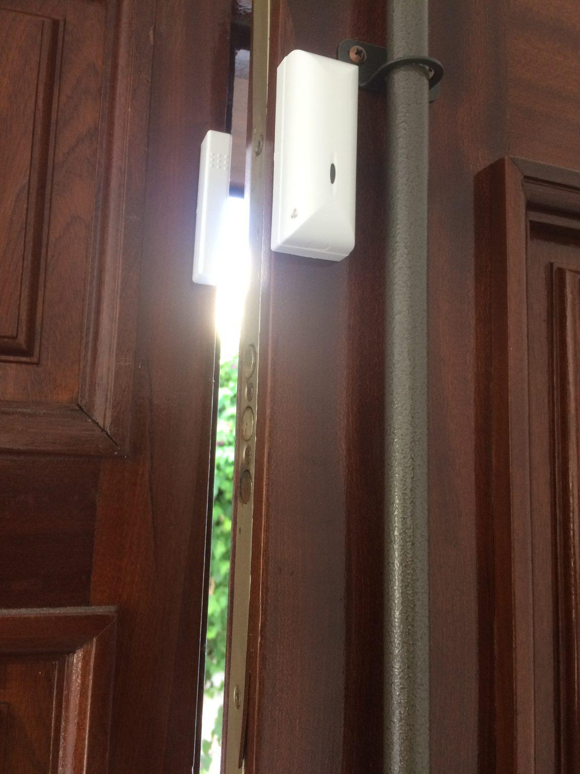 Contact sans fil pour porte en bois